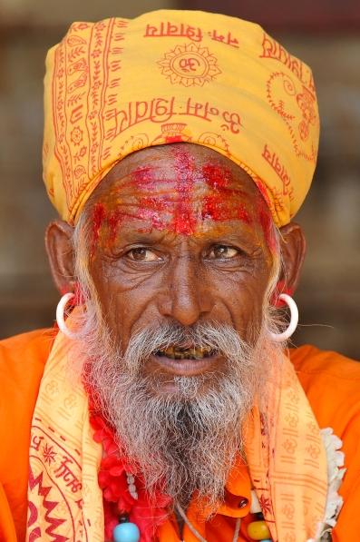 White earring sadu